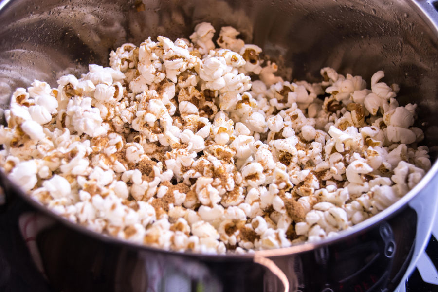 Popcorn mit Kokosöl und Kokoszucker