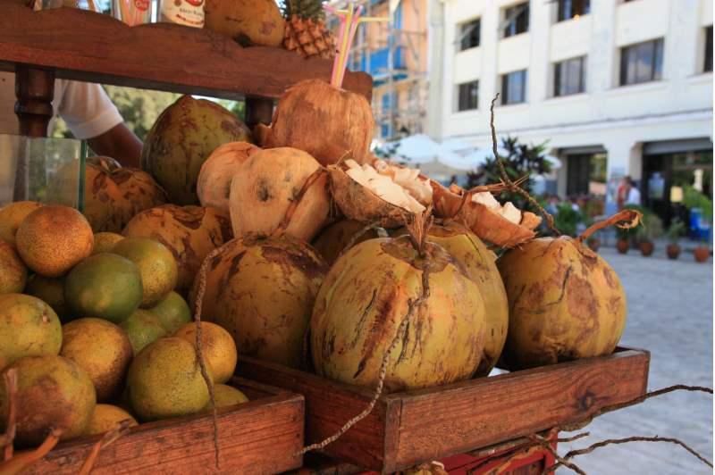 Verschiedene Sorten Kokosnüsse