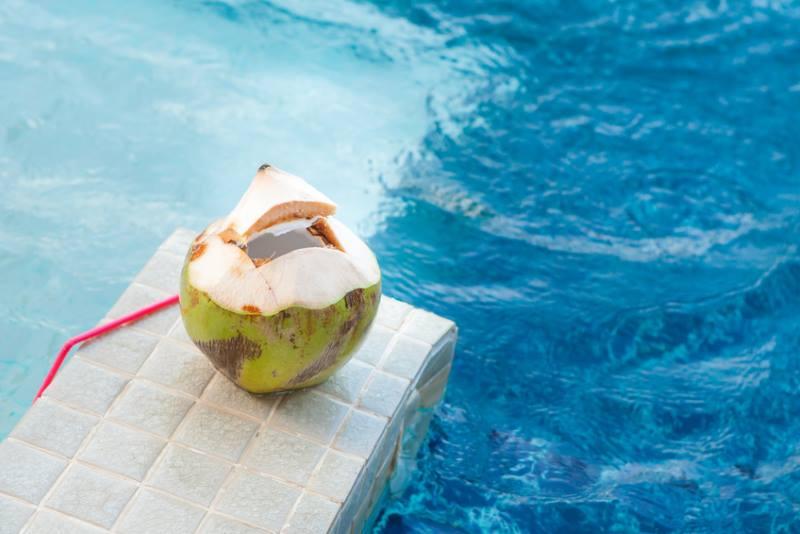 Kokoswasser und Dehydrierung im Sommer