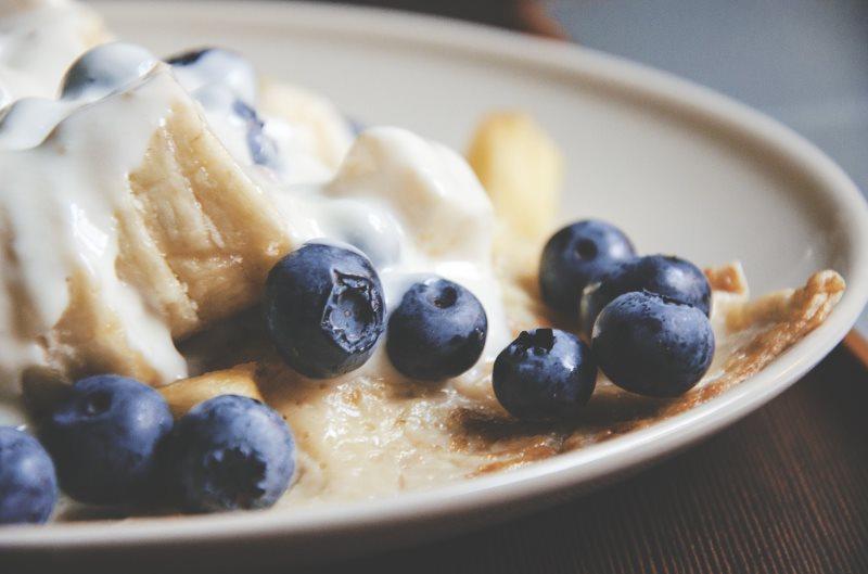 Blaubeerpancakes mit Mango-Cashew-Creme