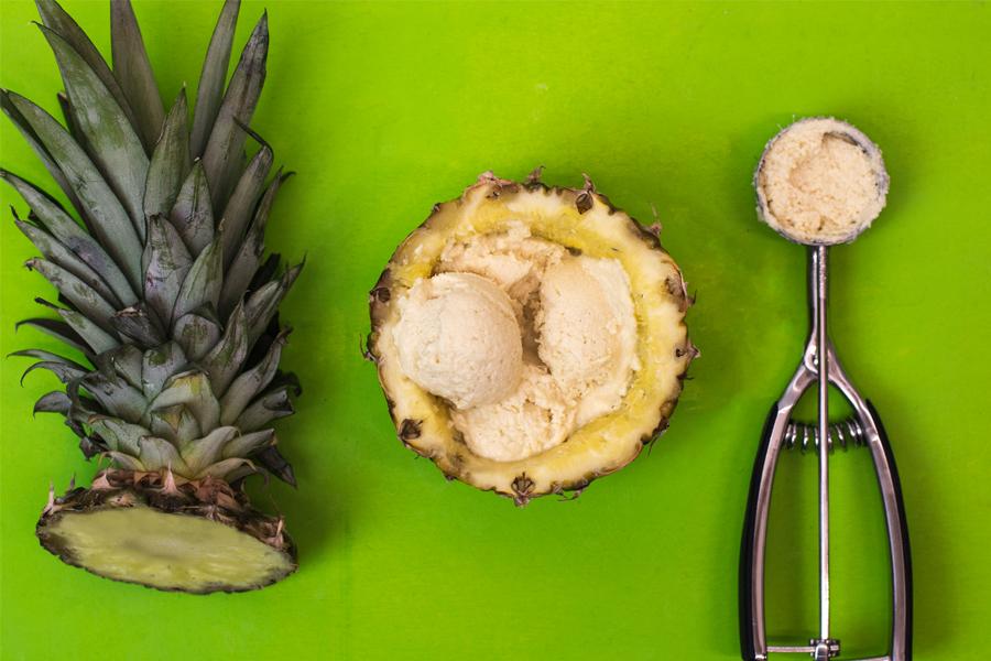 Slbstgemachtes Pina Colada-Eis mit Kokosmus